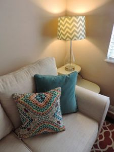 Sofa mit Ecklampe