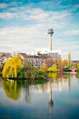 Düsseldorf mit Blick auf Rheinturm