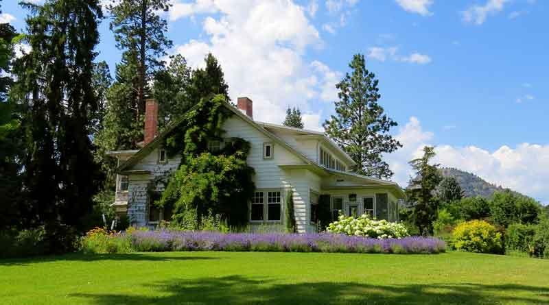 Haus in Gartenlandschaft