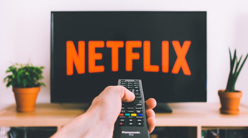 TV-Bildschrim und Fernbedienung