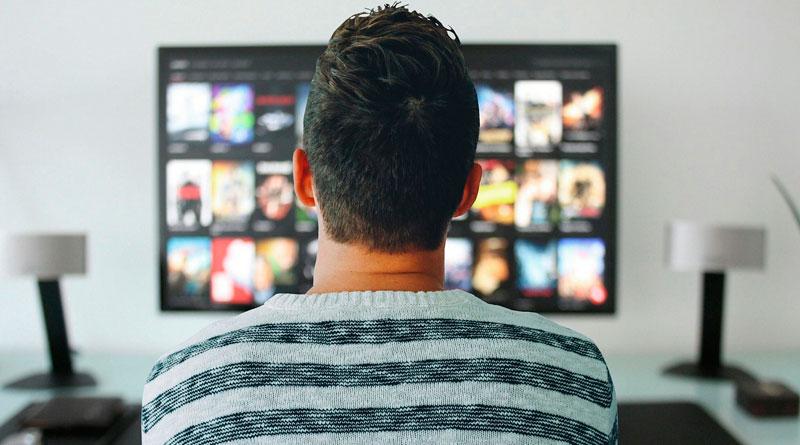 Mann vor TV