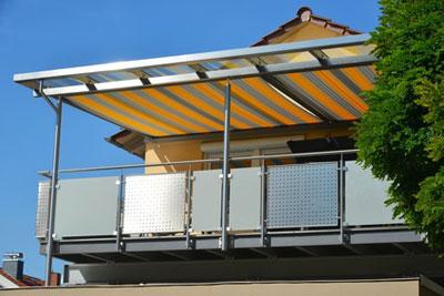 Unterdachmarkise auf Balkon