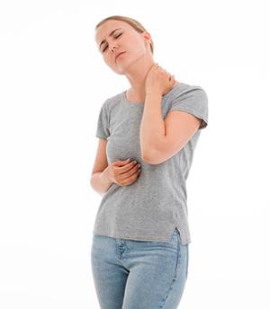 Frau mit Gliederschmerzen