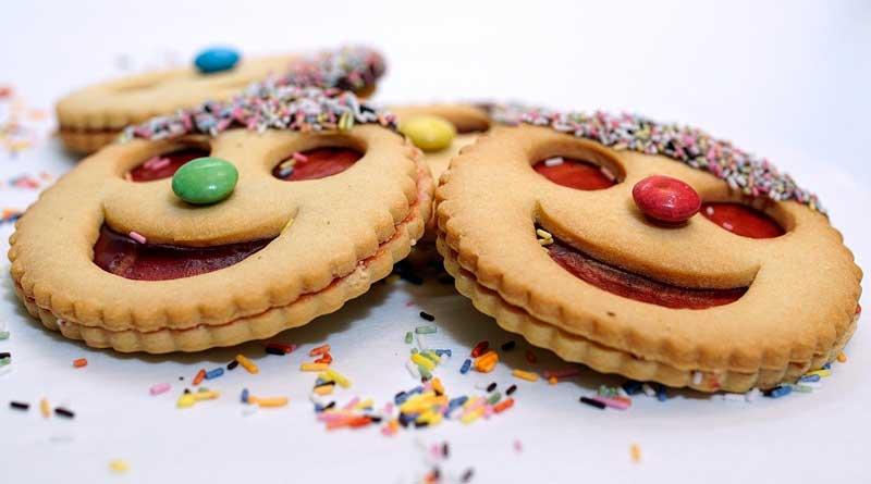 Bunte Kekse mit Smileys