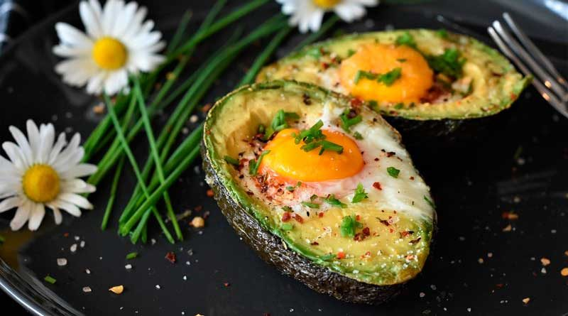 Avokado mit Ei