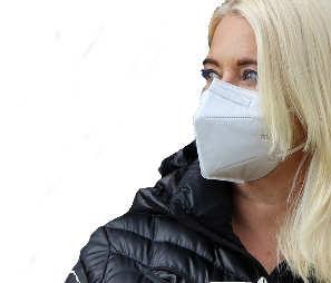 Frau mit FFP2-Maske