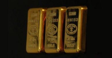 3 Goldbarren nebeneinnander