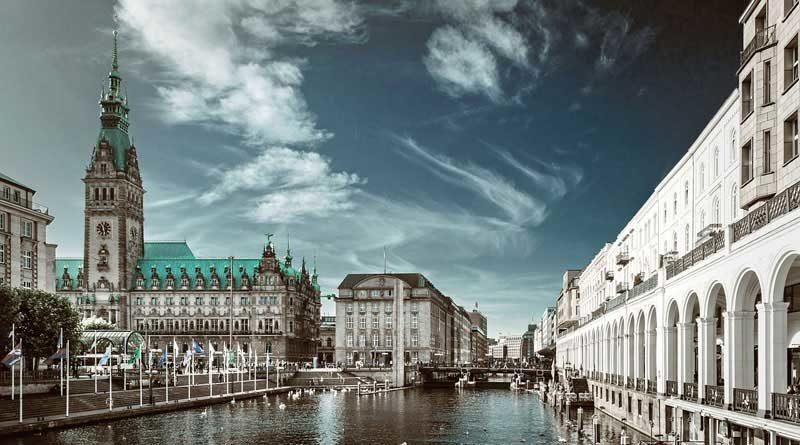 Hamburg Alsterfleet und Rathaus
