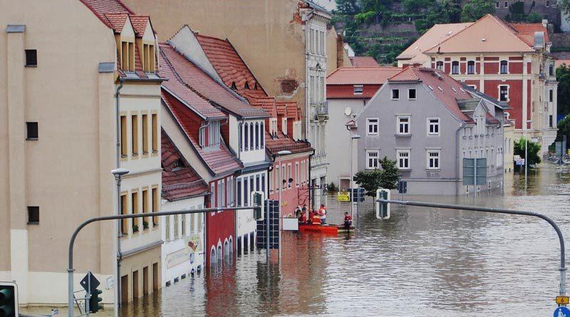 Überflutete Häuser in Elbnähe