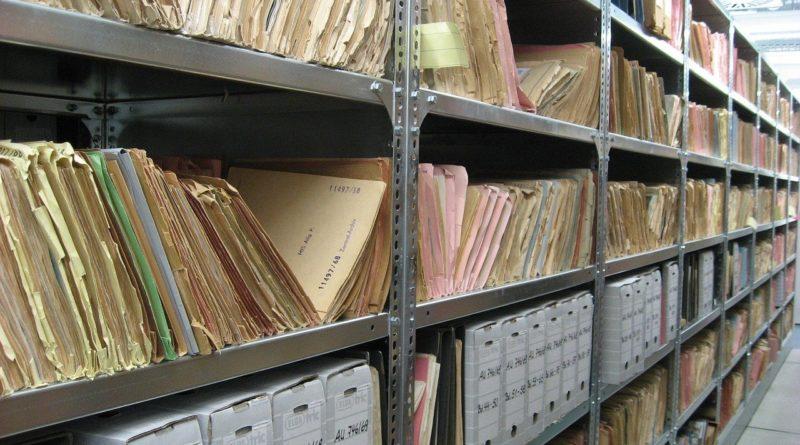 Akten in einem Archiv